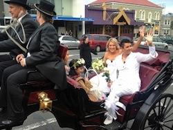 Melissa Ray en Natasha Vitali horen bij de eerste lesbiënnes die trouwen in Nieuw-Zeeland. Foto: TVNZ/OneNews