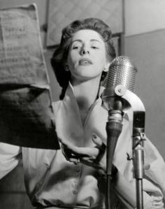 Jetty Paerl in 1955, in de radiostudio van de AVRO. Bron foto: gahetna.nl