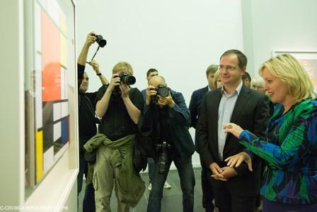 Minister Jet Bussemaker opent in Moskou de Mondriaantentoonstelling in de Tretjakov Gallerij. Foto: website Nederland-Ruslandjaar.