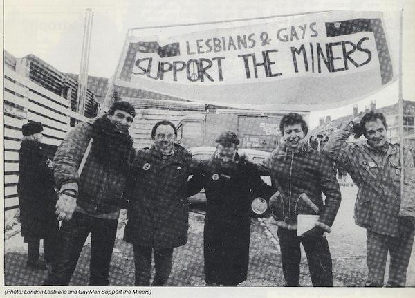 Homosteun voor stakende mijnwerkers. Foto: Libcom.