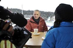 IOC-voorzitter Jacques Rogge wordt geïnterviewd tijdens de Winter Youth Olympic Games in Oostenrijk in 2012. Foto: IOC