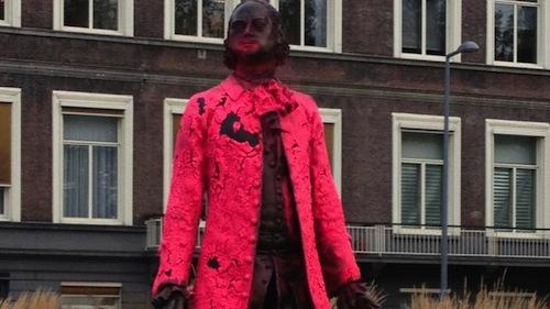 Tsaar Peter met een roze jas. Foto: Henrik Willem Hofs / NOS.