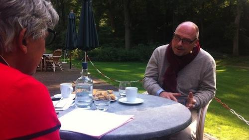 Maurits Hendriks in gesprek met de NOS. Foto: NOS.