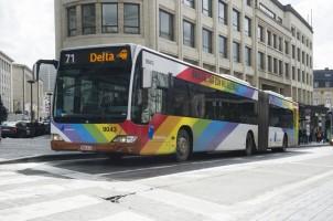 Brusselse bus met regenboog