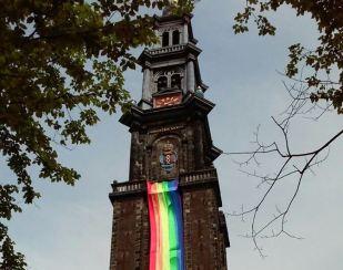 Westerkerk met regenboogvlag