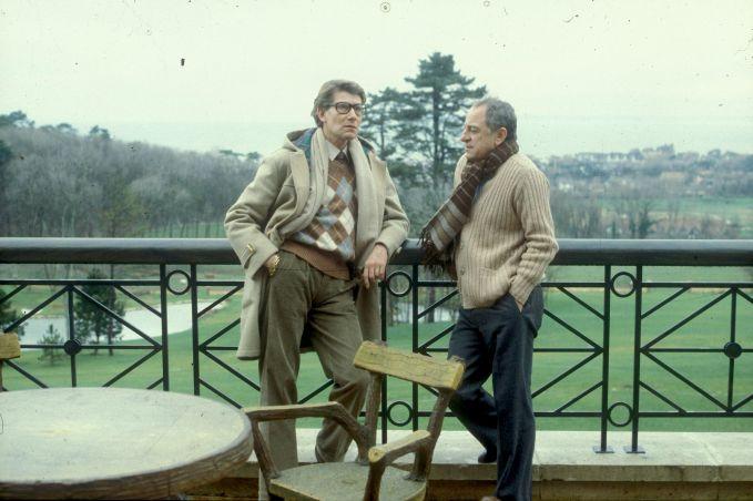Pierre Bergé en Yves Saint Laurent Chateau Gabriel Benerville sur mer circa1985 Guy Marineau