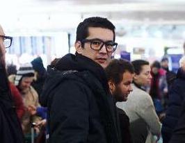 Ali Feruz op vliegveld Moskou